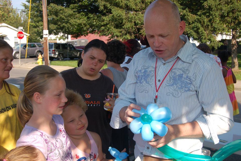Brad Brown making balloon sculptures for kids